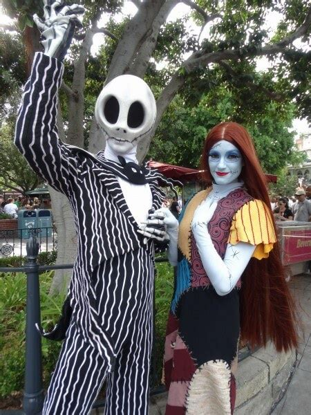 VIDEO: Jack Skellington and Sally meet-and-greet with